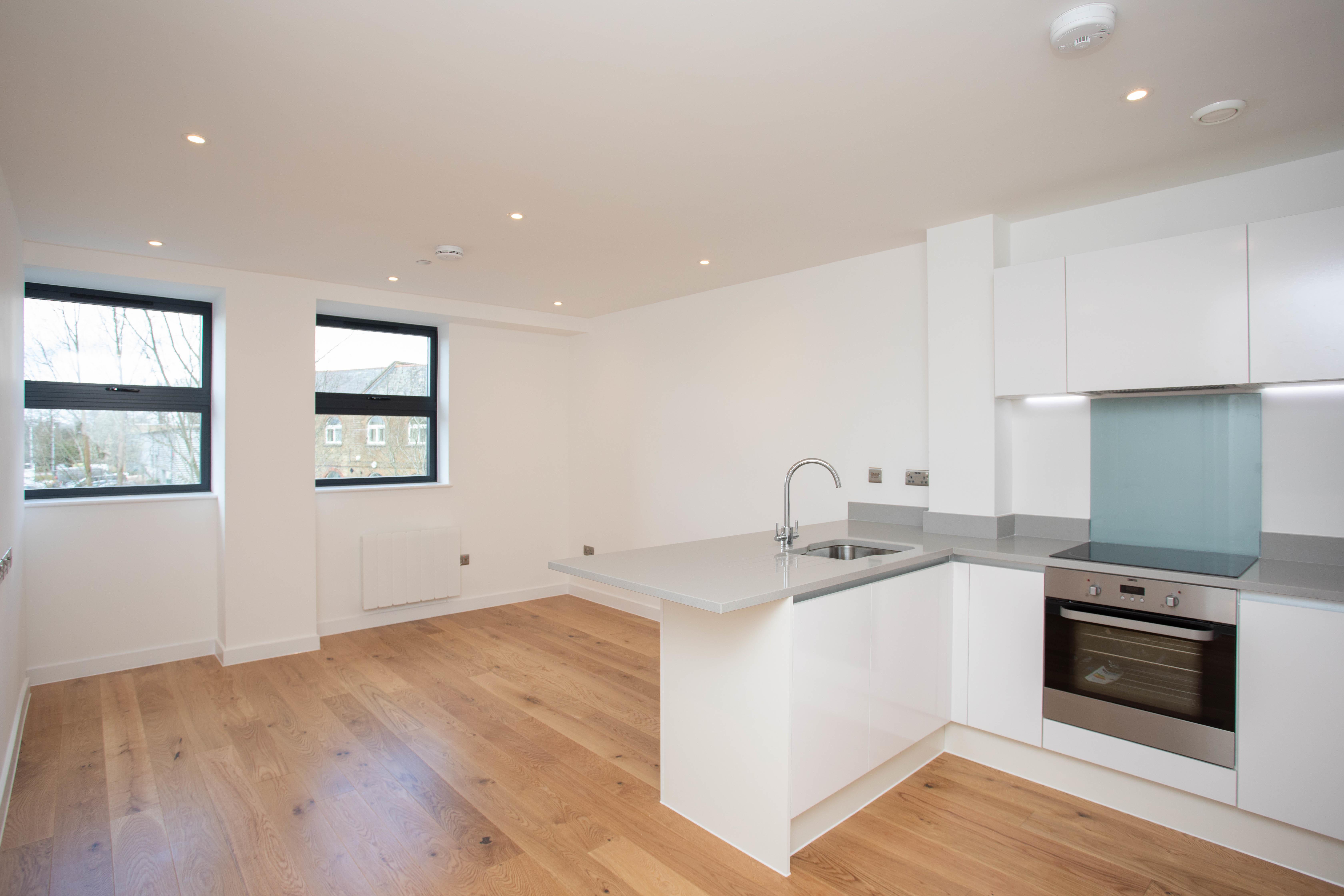 0903202032 rent flat 19 dolphin bridge house rockingham road ub8 2xl 003